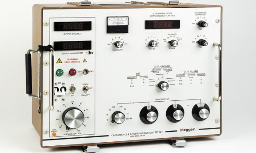 Radio Shack Capacitance Meter : Onboard capacitor tester images